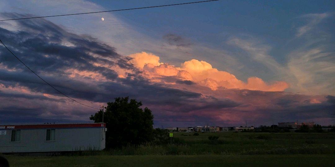 Calmness in the sky. Taken by @r_sylvar